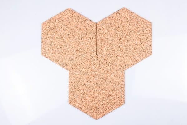Korkový samolepící štítek hexagon